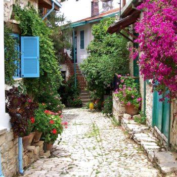 Деревня Ланья на Кипре
